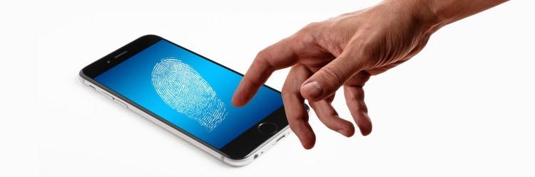 Creditcard met vingerafdrukscanner in de maak
